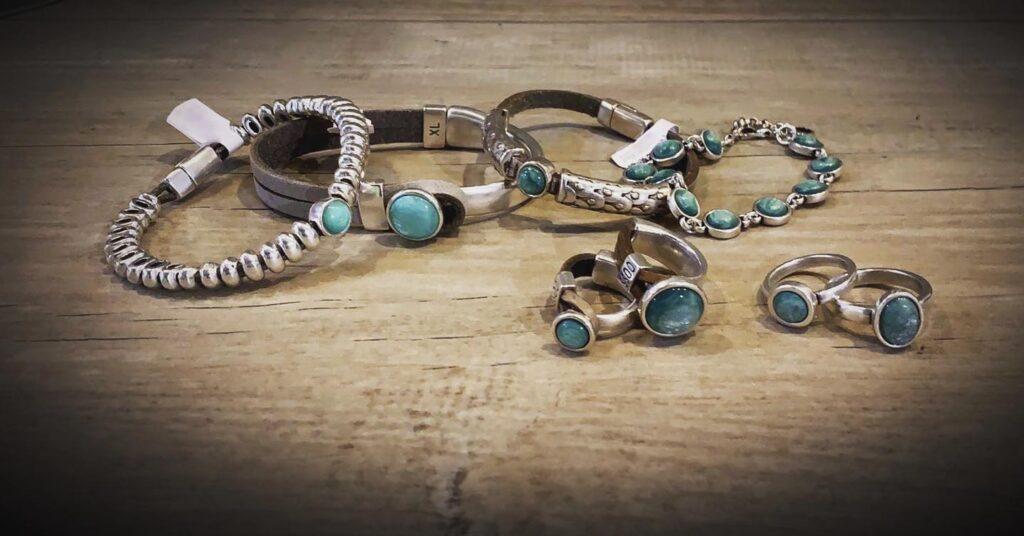 Qoss armbanden en ringen